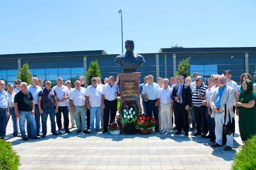 В аэропорту Анапы установлен бюст Героя Советского Союза Владимира Коккинаки