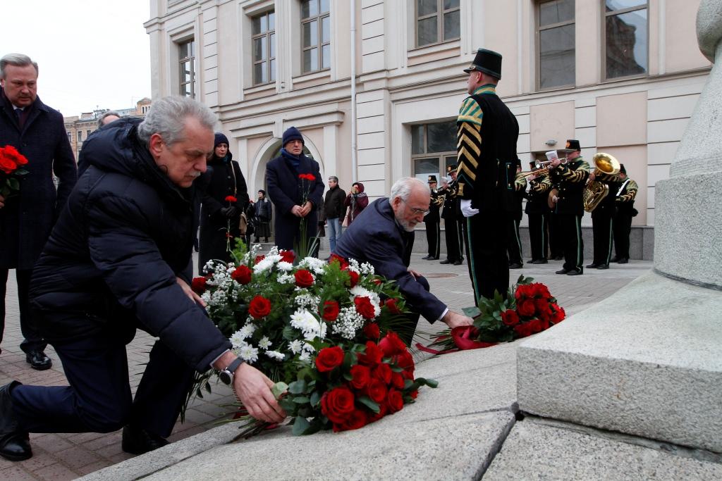 Τελετή κατάθεσης λουλουδιών από την ελληνική διασπορά της Ρωσίας στο μνημείο του Ιωάννη Καποδίστρια στην Αγία Πετρούπολη, 18 Νοεμβρίου 2018