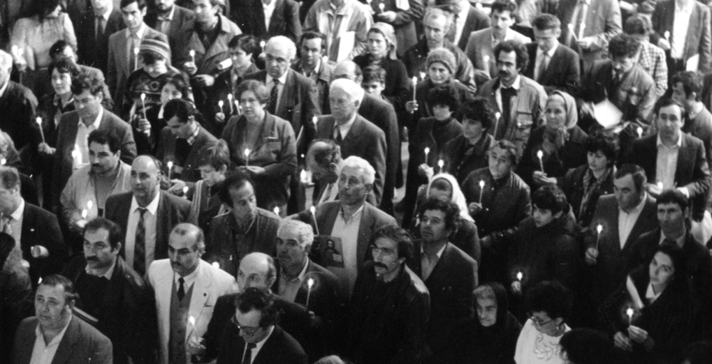29-31 марта 1991 год. Делегаты Первого Учредительного съезда греков СССР с горящими свечами в руках воздали молитву Господу