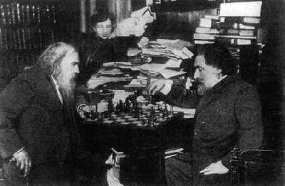 Д.И. Менделеев играет в шахматы с художником А.И. Куинджи, 1882 г.