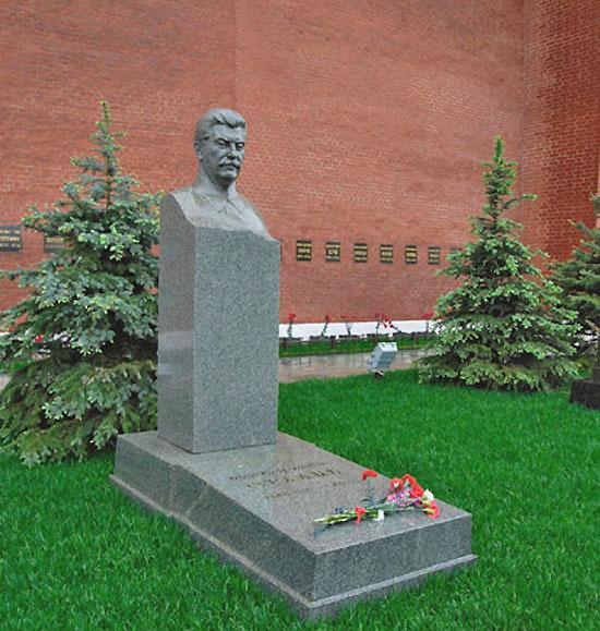 Надгробный памятник Сталину у Кремлевской стены